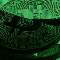 Todo se derrumbó: Bitcoin se desploma y la burbuja de las criptomonedas muestra signos de explosión
