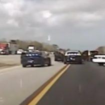 [VIDEO] Hombre conduce su lujoso auto a 150 kms/hr casi 70 kilómetros tras atascarse el acelerador