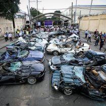 [VIDEO] Presidente de Filipinas le envía mensaje a los contrabandistas del país destruyendo lujosos autos robados