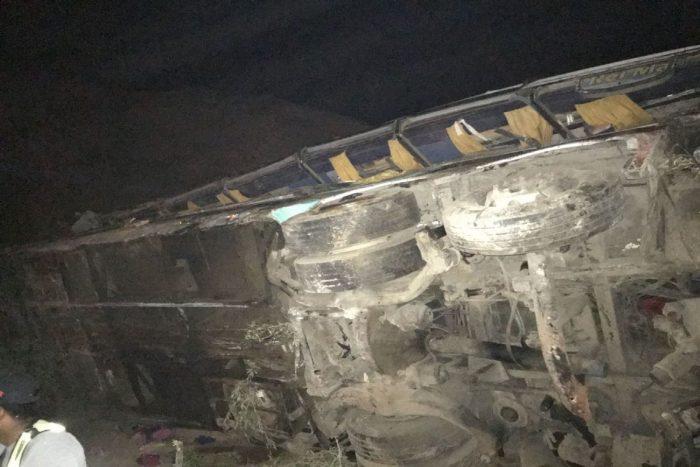 Tragedia en Perú: al menos 35 muertos tras caída de bus a un abismo en camino a Arequipa