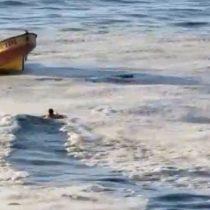 [VIDEO] Carabinero salva a hombre en estado de ebriedad que se había metido al mar