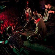 Banda Los Celestinos en el Bar Raíces
