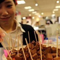 Las japonesas ya no quieren que las obliguen a regalar chocolate a los hombres en San Valentín