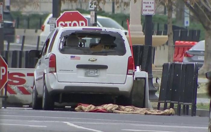 [VIDEO] EE.UU: vehículo se estrella contra una barrera de protección de la Casa Blanca