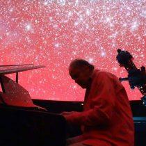 Planetario USACH presenta concierto de piano bajo las estrellas