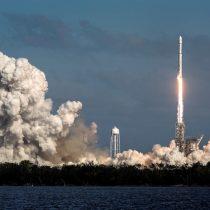 [VIDEO] Al ritmo de David Bowie: Falcon Heavy, el cohete más potente del mundo, inicia su primer vuelo
