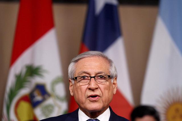 Canciller Muñoz asegura que Chile nunca apoyará una intervención militar en Venezuela