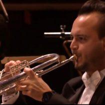 El trompetista de élite que llegó a Chile en busca de una mejor vida