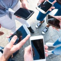 Mobile World Congress: ¿Por qué no ha habido grandes innovaciones en los teléfonos inteligentes desde el iPhone? (Además de que todos lucen igual)