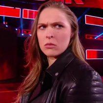 [VIDEO] Ronda Rousey ya hace de las suyas en la WWE: ex estrella de la UFC lanzó a Triple H contra una mesa en su debut oficial