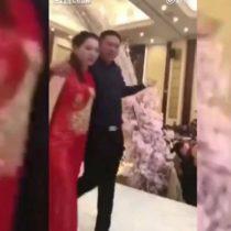 [VIDEO] Suegro en estado de ebriedad besa a la novia de su hijo en plena boda y desata pelea entre las familias