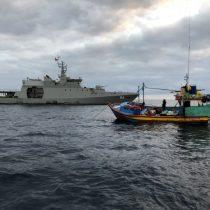 Armada captura dos embarcaciones peruanas en aguas chilenas con cerca de 5 toneladas de tiburón