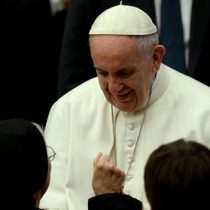 Otro remezón en la Iglesia católica chilena: Papa acepta renuncias de obispos de Chillán y San Felipe