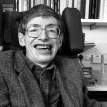 Stephen Hawking: la vida en imágenes de un hombre que buscó la teoría para describir el Universo