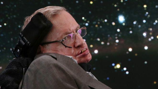 """El Dios """"innecesario"""": así explicaba Stephen Hawking por qué no creía que el universo hubiera sido creado por un ser superior"""