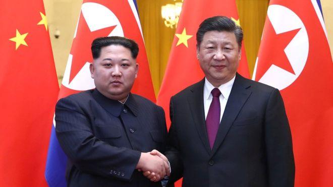 Por qué es tan importante la primera visita al exterior de Kim Jong-un haya sido a China