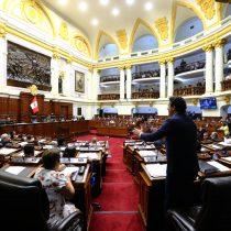Congresistas peruanos responden a Vizcarra con proyecto para su destitución