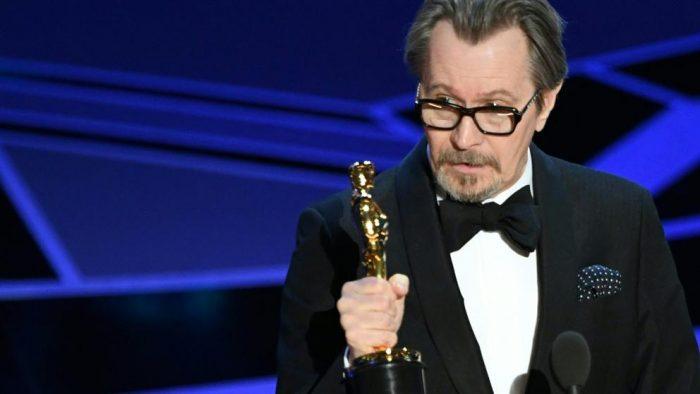 Gary Oldmand, el ganador del Oscar, es acusado de maltrato por su ex esposa pero el hijo de ambos lo desmiente