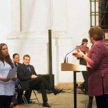La aplaudida respuesta de la presidenta Bachelet a Dra. antiaborto que la interrumpió en discurso