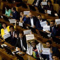 """No más """"Blumel-lovers"""": tensión por búsqueda de diálogo con el Gobierno de Piñera marca debut de la bancada del Frente Amplio"""