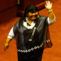 Primera diputada mapuche es aplaudida de pie en su primera intervención en el Congreso