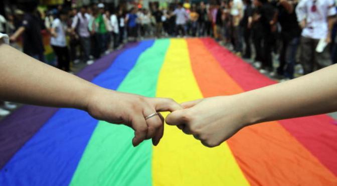Supremo de EE.UU. revierte fallo contra florista que no atendió a pareja LGTB
