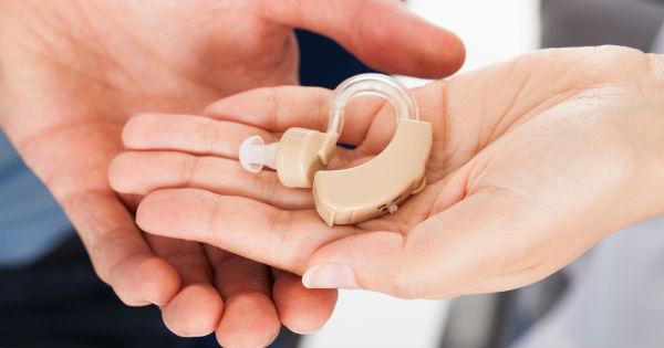 Día de la Audición: Uso de audífonos en adultos mayores