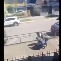 [VIDEO] Padre y madre golpearon brutalmente a escolar por supuesto bullying a su hija