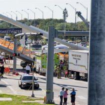 [VIDEO] Al menos seis muertos por derrumbe de un puente peatonal sobre una autopista en Miami
