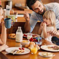 ¿Qué relación tiene tomar un buen desayuno con el rendimiento escolar?