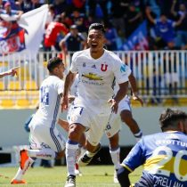 Universidad de Chile consigue un triunfo en los descuentos ante Everton que le permiten seguir luchando la cima de la tabla
