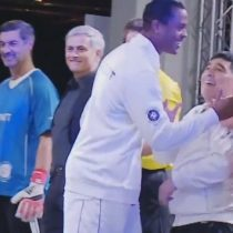[VIDEO] ¿A lo Bielsa?: Maradona fue ignorado por Kluivert en el