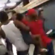 [VIDEO] Llegó marzo: captan violenta pelea en la línea 2 del metro