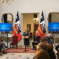 Michelle Bachelet promulga última ley antes de entregar presidencia de Chile
