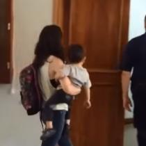 [VIDEO] Joven argentina intentó regalar a su pequeño hijo a tribunales:
