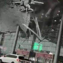 [VIDEO] Techo de aeropuerto en China se desploma después de ser golpeado por fuertes vientos