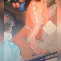 [VIDEO] Graban a niñera pateando a gemelos de dos años en México y la policía local considera que
