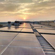 Chile pionero con primera planta de reciclaje del mundo que maneja el 100% de sus procesos usando paneles solares