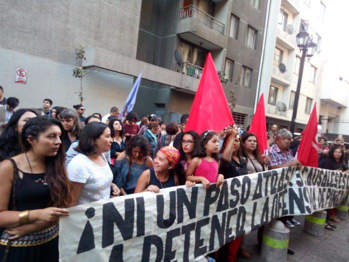 Manifestantes protestan por cambio de protocolo de objeción de conciencia