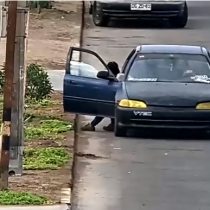 [VIDEO] Cámaras de seguridad captan extraño robo en un parque de Arica