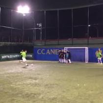 [VIDEO] El talento sigue intacto: espectacular golazo de Francesco Totti en una cancha de fútbol sala