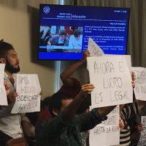 [VIDEO] La molestia de los diputados UDI Jaime Bellolio y Pepa Hoffmann ante protesta de estudiantes en comisión de Educación
