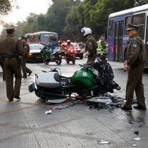 Motorista de Carabineros gravemente herido tras sufrir accidente en Santiago Centro
