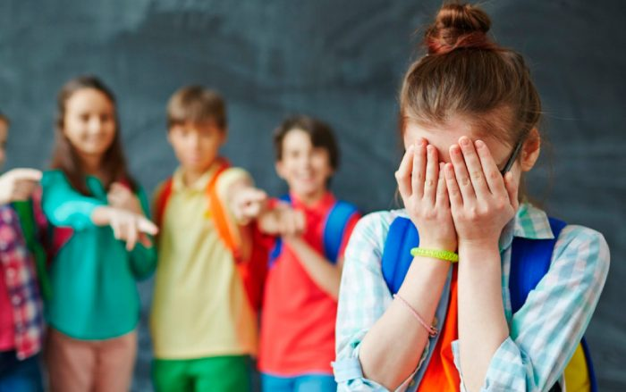 ¿Qué hacer con el bullying? Psicóloga experta explica cómo saber si tu hijo lo vive