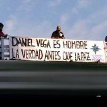 Grupo de ultraderecha cuelga humillante cartel en contra de la actriz Daniela Vega