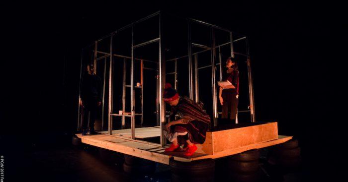 Obra «Plan vivienda» de Bosco Cayo en Teatro Sidarte