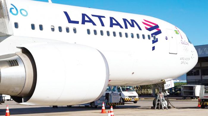 Niña chilena de 14 años muere en avión de Latam en ruta Miami-Santiago