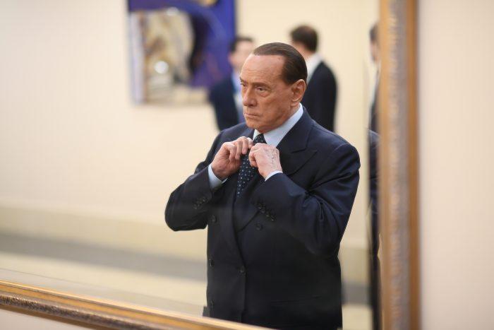 Película retrata la frenética órbita de sexo y poder que rodeó a Berlusconi