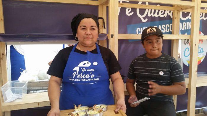"""Maribel, la reina de la empanada de queso-camarón, trabaja con sus amigas: """"No querían trabajar de empleadas porque dejaban a sus hijos solos"""""""