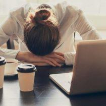 ¿Cómo saber si eres adicto al trabajo y qué puedes hacer para combatirlo?